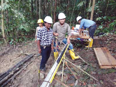 Cokal's chief geologist Yoga Suryanegara (left) and other team members examining core from the BBM drilling program.