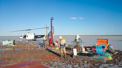 The heli-portable air core drill rig on Lake Mackay.