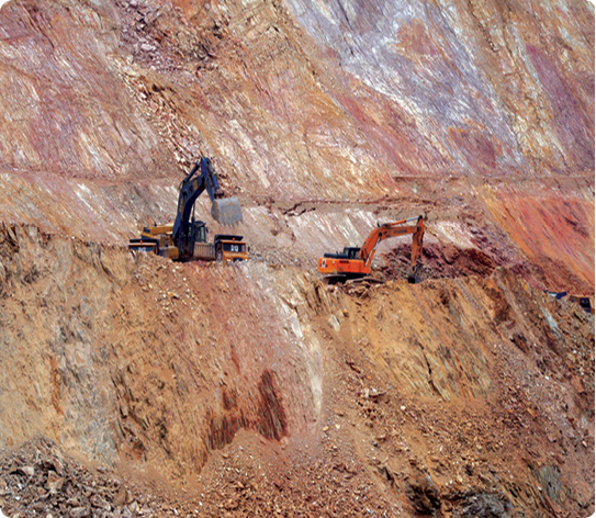 Mining in the open pit at Selinsing.